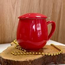 Taza de té roja con filtro